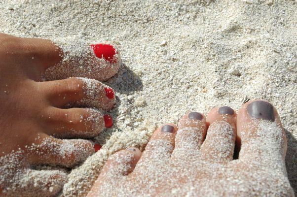 pies en arena. playa